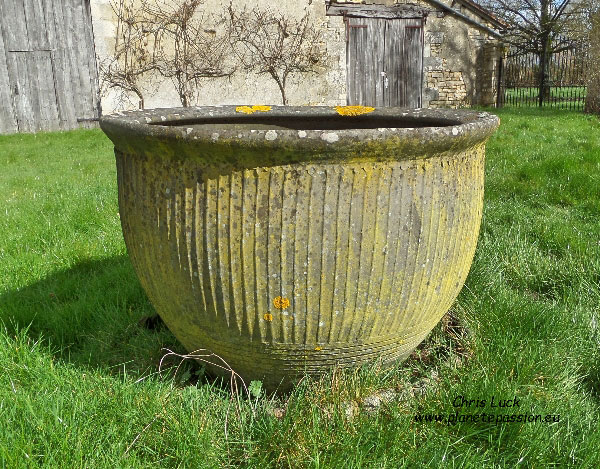 Large-18th-century-crock-used-for-washing-clothes-France